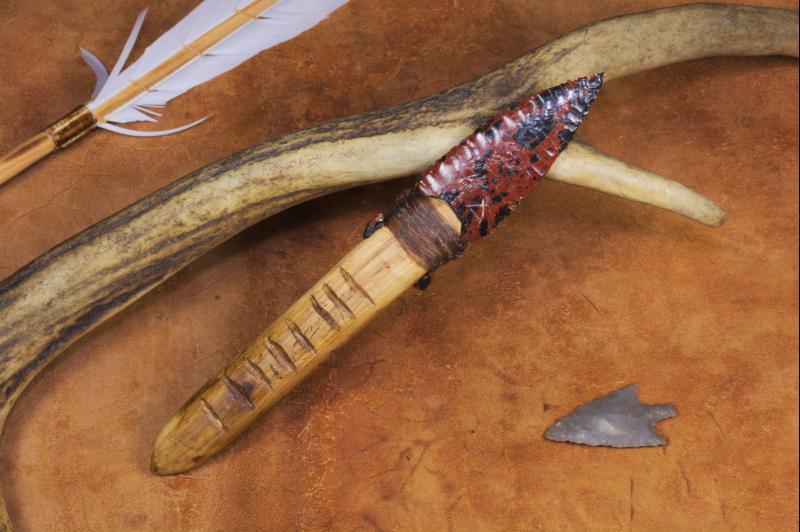 Couteau à lame en obsidienne