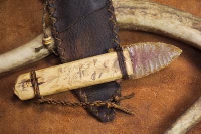 Couteau à lame en silex de style Ötzi